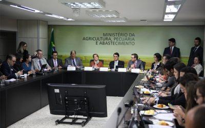 Fazer a fila de registros andar traz defensivos mais eficientes e menos tóxicos, explica ministra