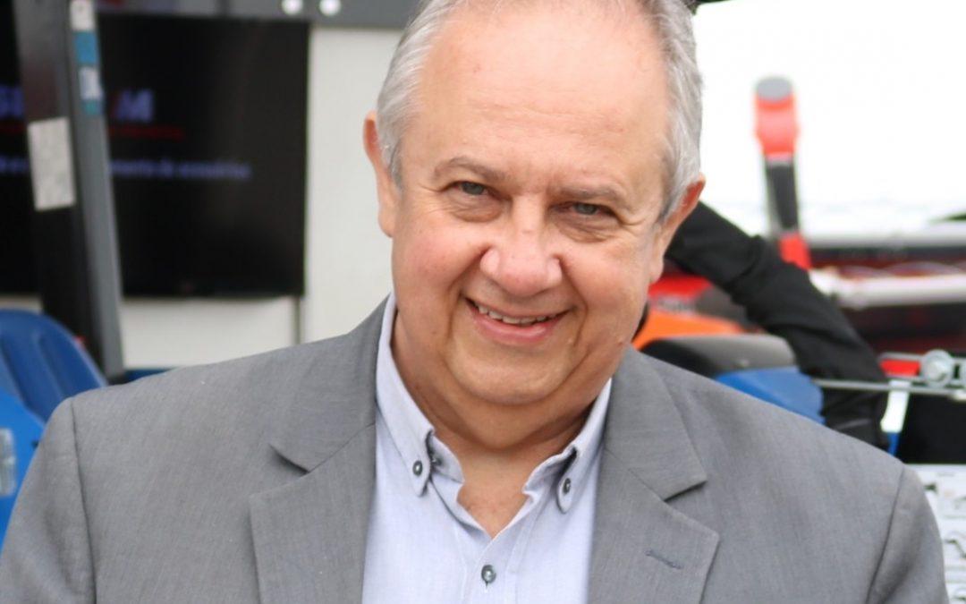 """""""Minha geração consumia para ostentar, a nova geração tem a lógica do consumo consciente"""", compara Paulo do Carmo Martins, economista e pesquisador, durante o ABMRA Talks"""